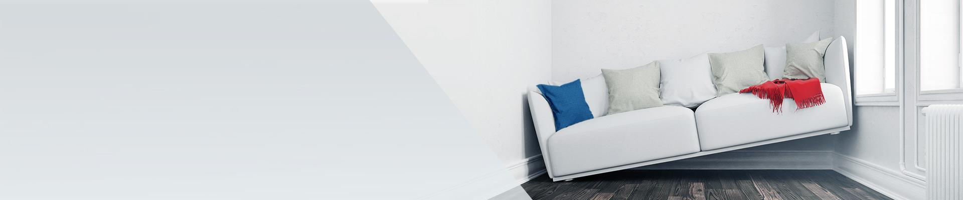weißes Sofa schief